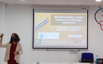 Una treintena de profesionales del plástico se forma en Marketing Digital y redes sociales